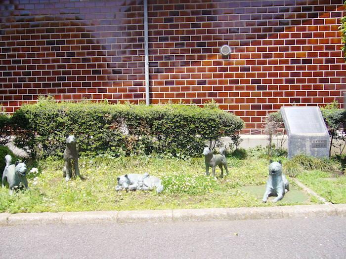 中野区役所前 犬の像