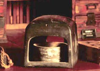行火(あんか)は江戸時代の暖房器具(拡大画像)