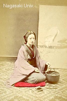 明治時代の丸火鉢(拡大画像)