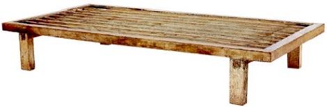聖武天皇のベッド(現存する日本最古のベッド、東大寺正倉院保管)