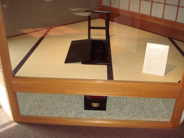 江戸城本丸にあったトイレを再現したもの