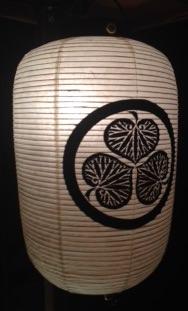 葵小僧は「葵の御紋」をつけた提灯を掲げて商家に押し入ったという