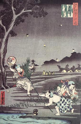 ほうきのようにした笹の葉で子どもが蛍を捕まえようとしています(『江戸砂子子供遊』「早稲田蛍がり」歌川芳幾 画)