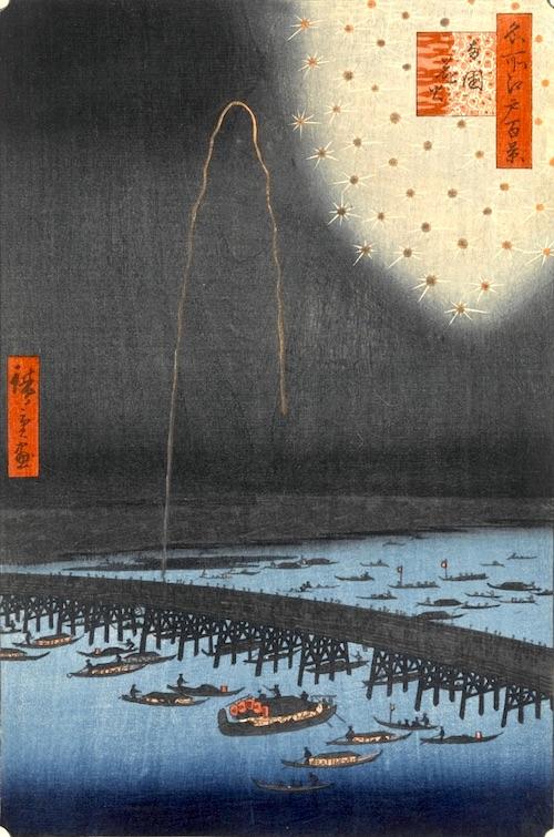 両国川開きは浮世絵にも数多く描かれています。当時の花火大会で打ち上げられた花火は20発ほどだったとか(『名所江戸百景』「両国花火」歌川広重 画)