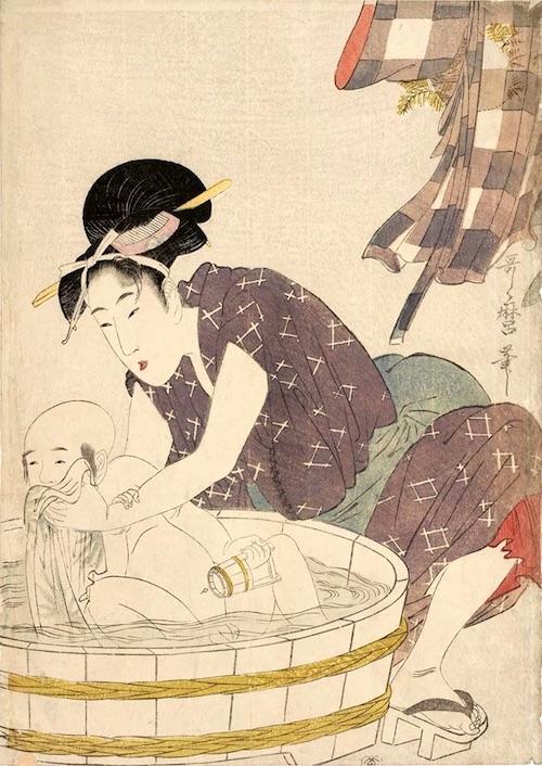 小さな子どもが行水中。手に小さな手桶を持っているのがかわいらしい(喜多川歌麿 画)