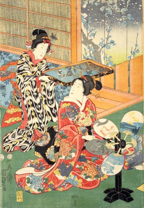 晴れ着を着た裕福な商人のお嬢様の手元にあるのが手動扇風機「手回し団扇」(『あつまけんしみたて五節句』部分 三代歌川豊国 画)