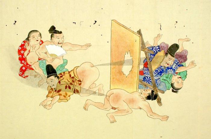 強烈なおなら攻撃で板のガードを破壊する男性(『屁合戦絵巻』より)