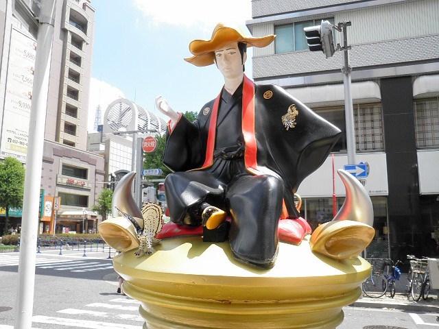徳川宗春像(名古屋の錦通)