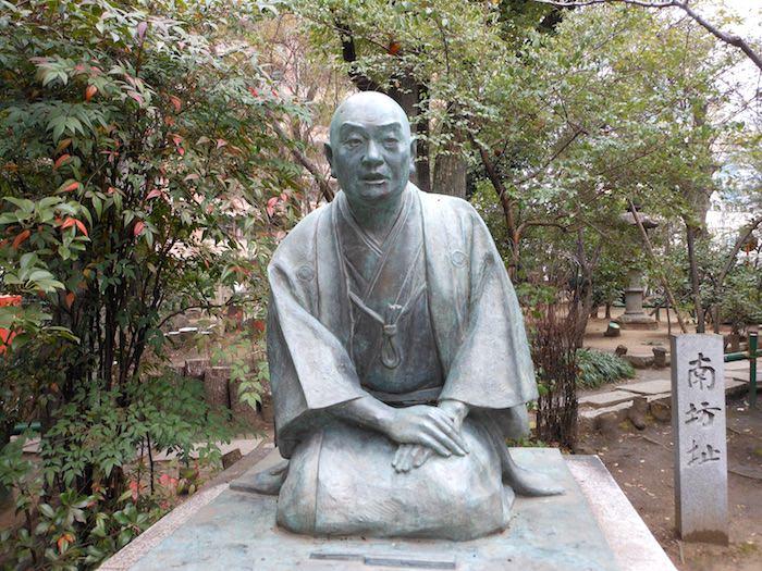 井原西鶴の像