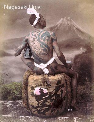刺青男性のブロマイド2/3(明治時代 撮影)