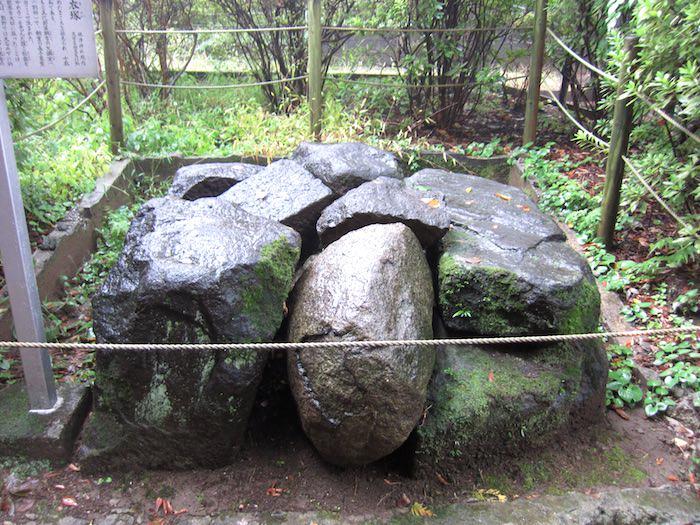 徳川家宣の胞衣を埋めたといわれる「胞衣塚」がある根津神社(東京都文京区)