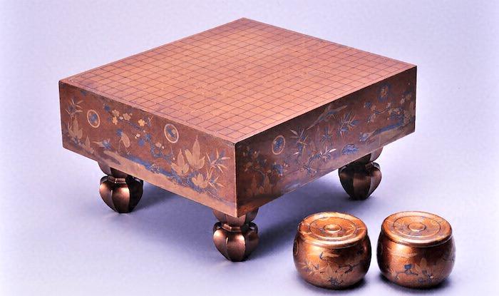 蒔絵が施された豪華な将棋盤(江戸時代中期)