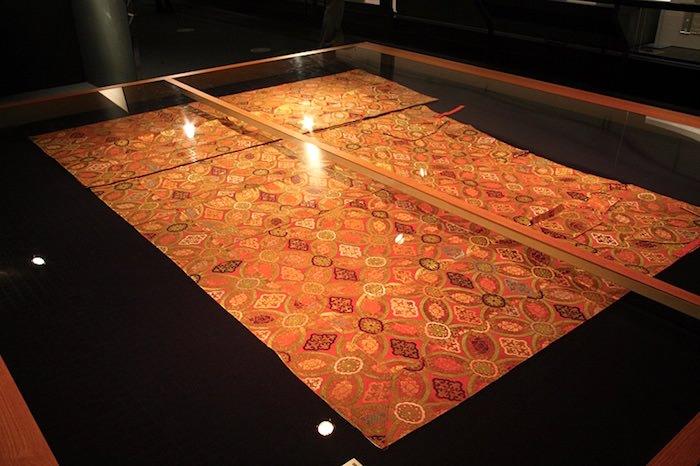 空蝉の袈裟(徳川家茂の形見として和宮に届いた西陣織の織物で仕立てている)