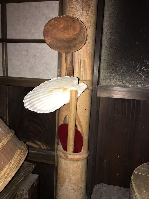 ホタテの殻でできた貝おたま(深川江戸資料館 再現)