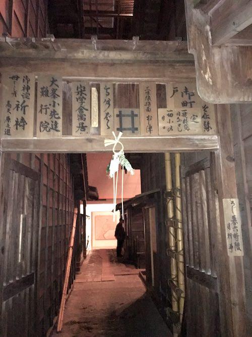 江戸時代の長屋木戸(深川江戸資料館 再現)
