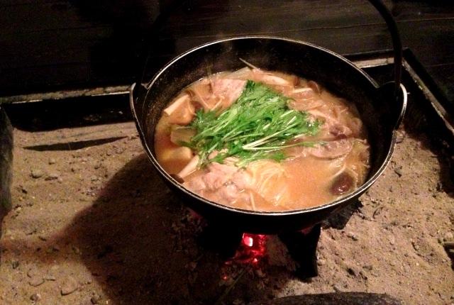 囲炉裏で鍋のイメージ画像