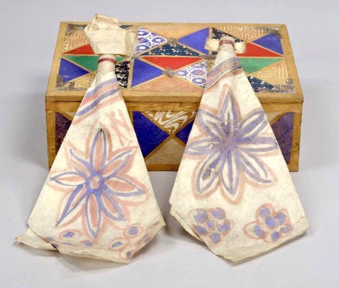 紙製の女雛と男雛(ひな祭り)