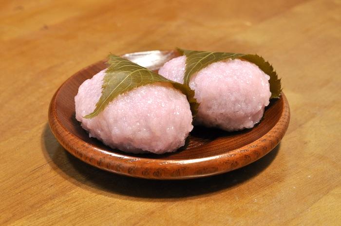 関西風の桜餅(道明寺)