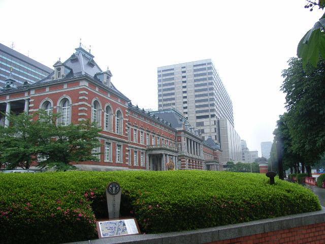 法務省旧館赤レンガ(米沢藩上杉家の江戸藩邸があった場所)