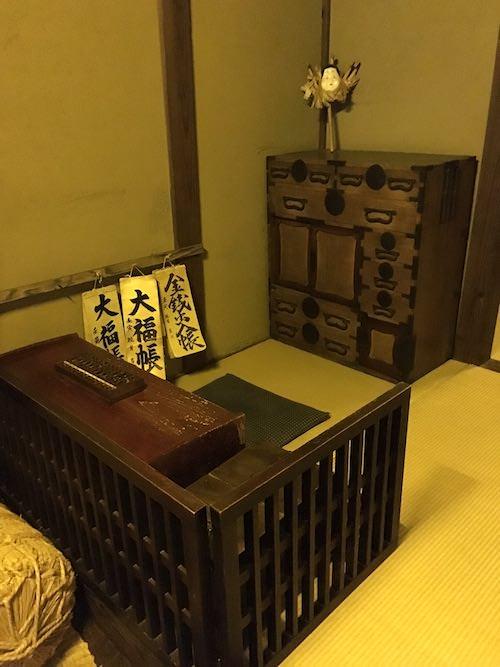 帳場箪笥。商家や宿屋など客商売のお店の帳場に置かれた箪笥