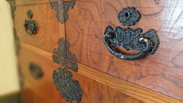 和箪笥はアンティーク家具ファンから人気が高い