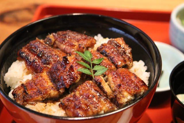 ご飯に鰻が乗った鰻丼は江戸時代に登場