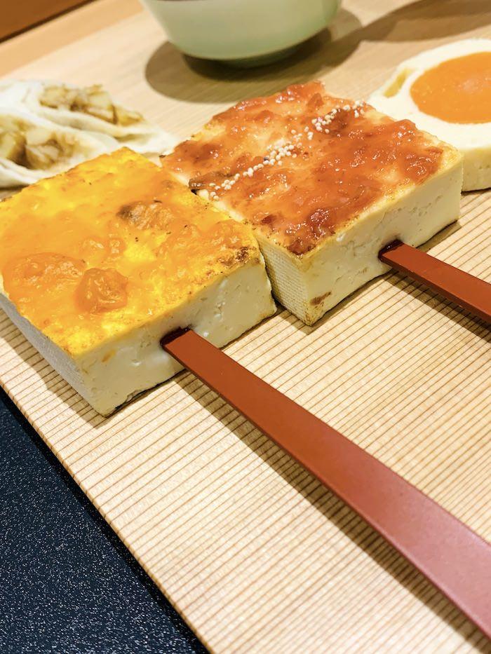 江戸時代の料理、雲丹でんがくと梅でんがくのセットの拡大画像