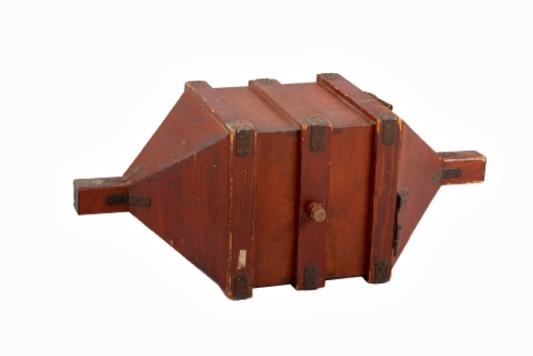 回転式の富箱(貨幣博物館所蔵)