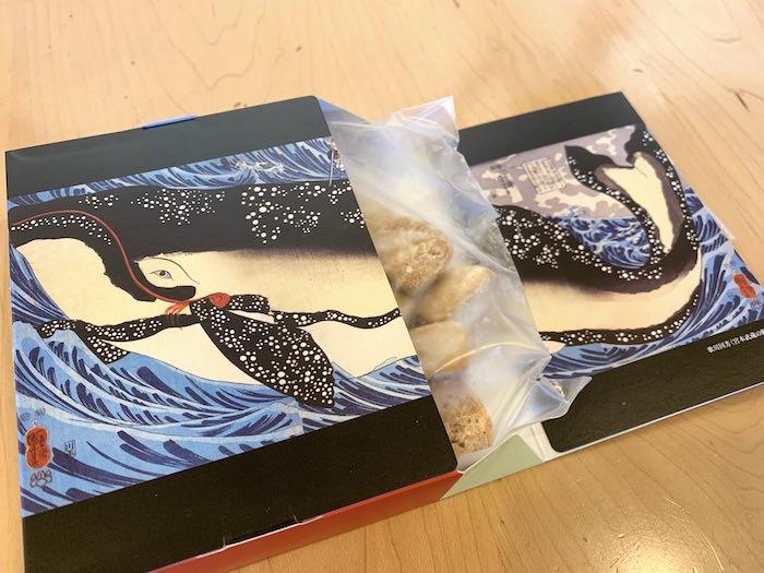 歌川国芳『宮本武蔵の鯨退治』のクッキーパッケージ(展覧会『奇想の系譜展』のグッズ)