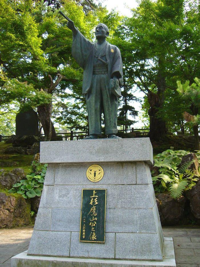 上杉鷹山像(山形県米沢市の上杉神社)
